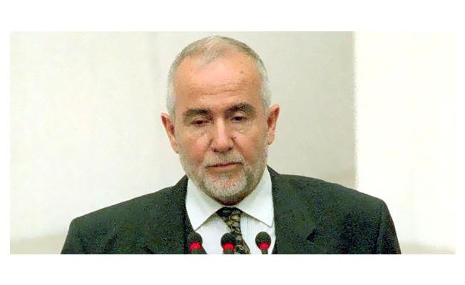 Eski Bakan Cevat Ayhan vefat etti