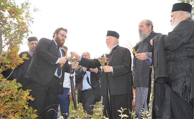 Fener Rum Patriği , Samsun`daki Kilisede Mum Yakarak Dua Etti