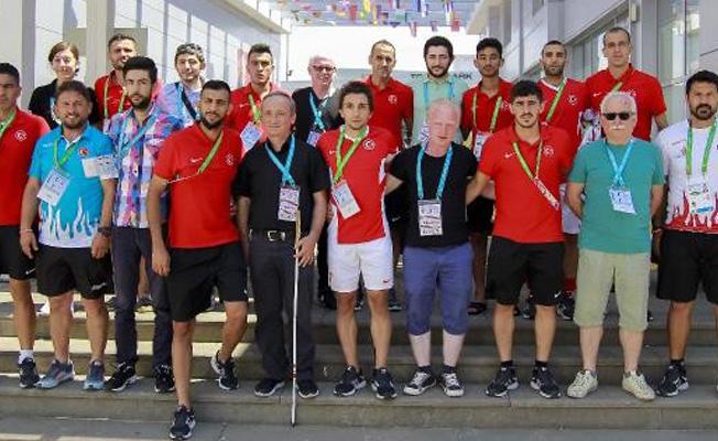 Görme engelli sporculardan işitme engelli sporculara destek