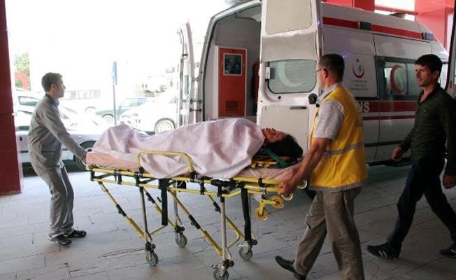 Havza`da traktör devrildi: 2 yaralı
