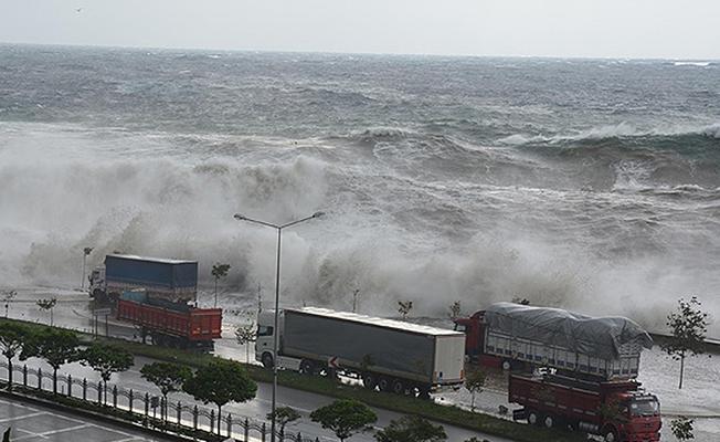 Karadeniz`de Fırtına Alarmı