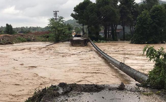 Karadeniz Sahil Yolu Trafiğe Kapandı!