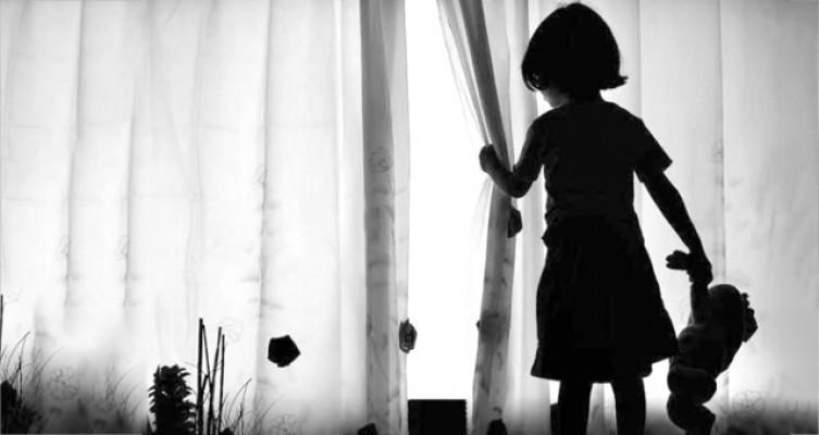 Kendi Oğluna Tecavüz Eden Adamın 10 Yaşındaki Kızına Tecavüz Etti!