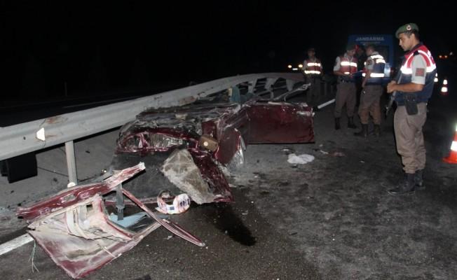 Bariyer otomobili biçti: 3 ölü, 1 yaralı