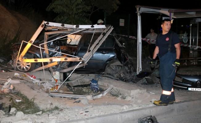 Maltepe`de trafik kazası: 1 ölü, 2 yaralı
