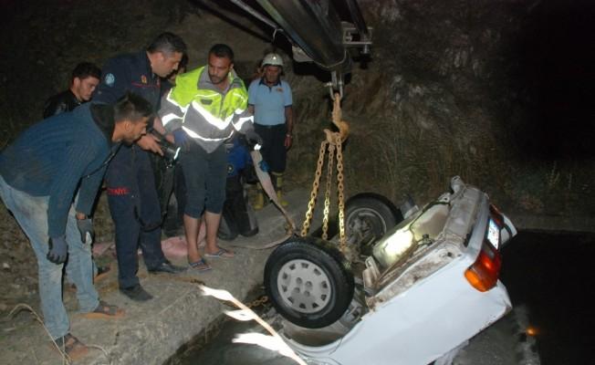 Otomobil sulama kanalına uçtu: 1 kişi kayıp
