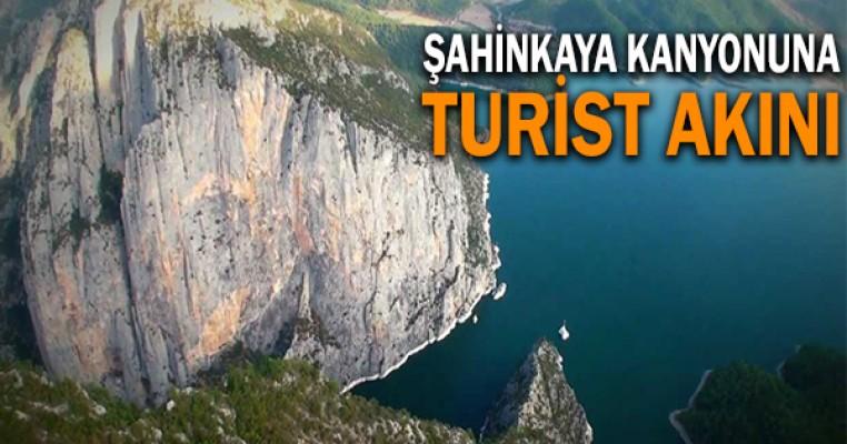 Şahinkaya Kanyonu`na turist akını