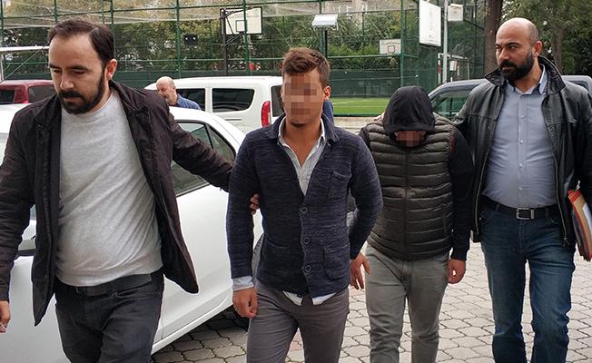 Samsun`da İki Ayrı Otomobili Soyan Hırsızlar Yakalandı!