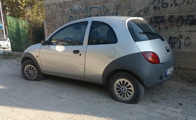 Samsun`da Park Halindeki Araçların Lastiklerini Kestiler!