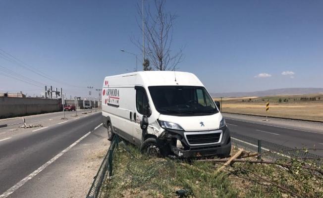 Samsun`dan yola çıktı, kaza yaptı