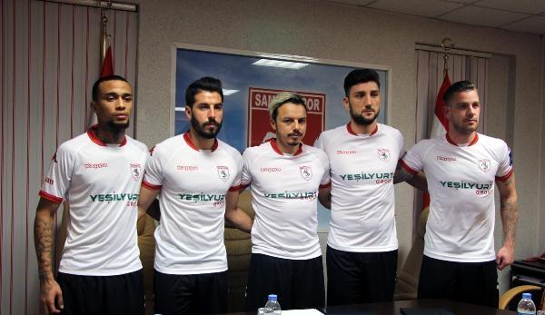 Samsunspor, 5 futbolcuyu renklerine bağladı