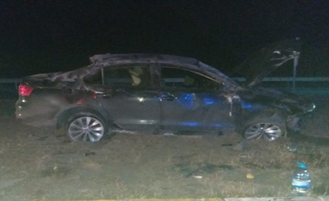 Takla atan otomobil refüje çıktı: 4 yaralı