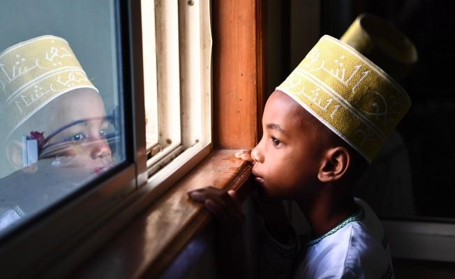 Tanzanya'da Müslümanlar Bayram Namazı İçin Camileri Doldurdu