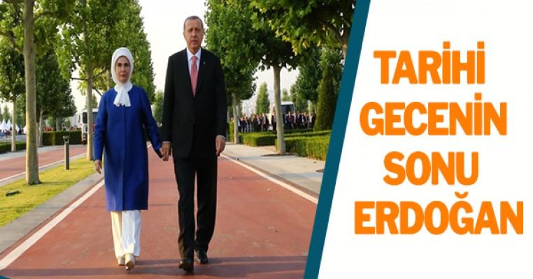 Tarih Yazılan Gecenin Sonunda Erdoğanlar Konutlarına Yürüyerek Geçti
