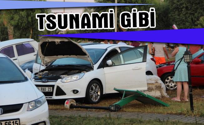 Tsunami gibi araçlar sürüklendi