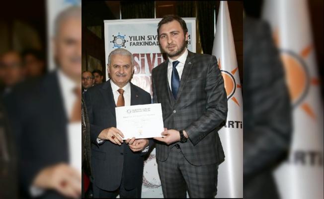 TÜGVA Samsun ödülünü Başbakan Binali Yıldırım'dan aldı