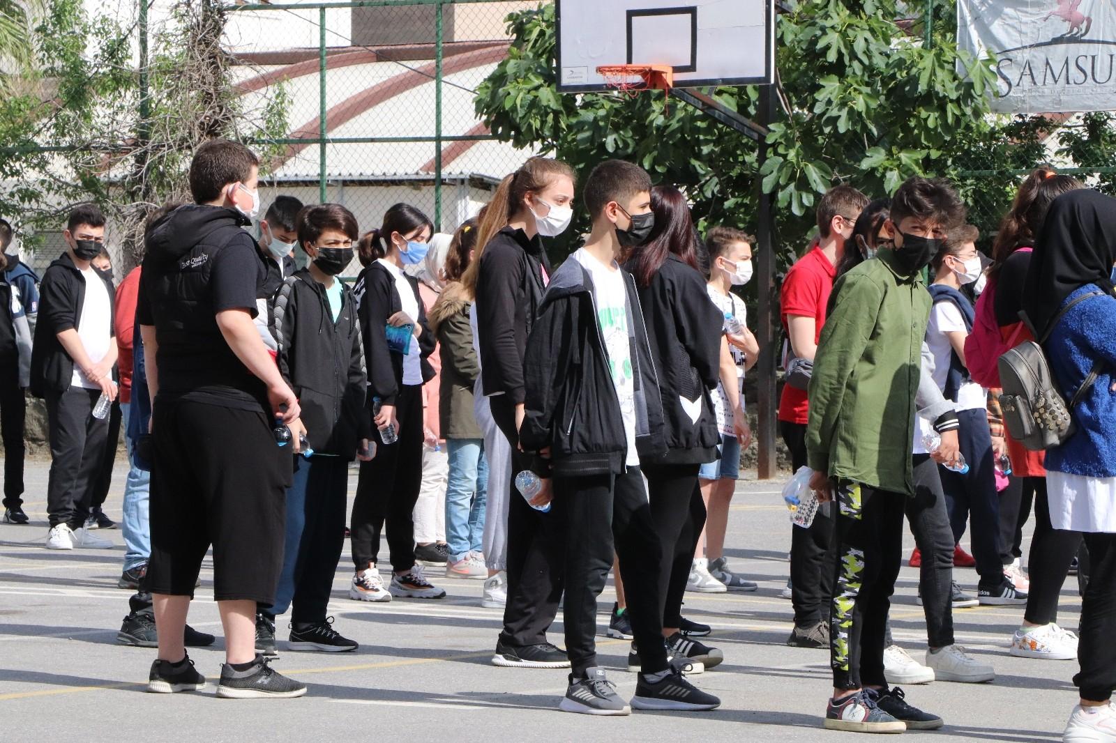 Samsun'da korona virüs gölgesinde LGS heyecanı