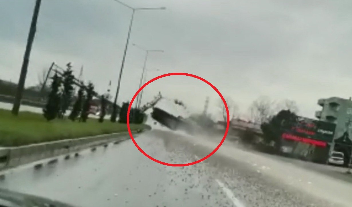 Samsun'da kamyon felaketi! Damperi açıldı