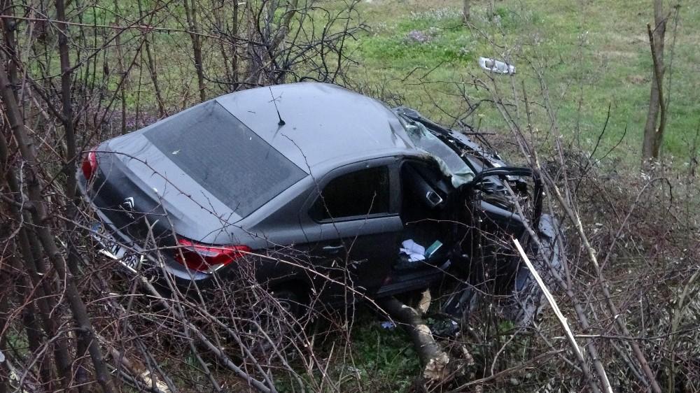 Şarampole yuvarlanan otomobilin sürücüsü ölümden döndü