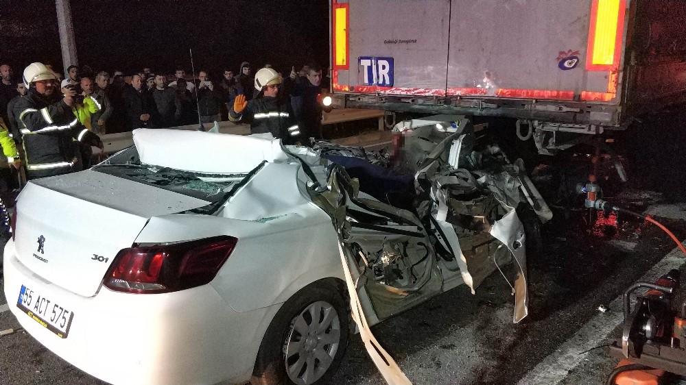Samsun'da otomobil tırın altına girdi: 1 ölü