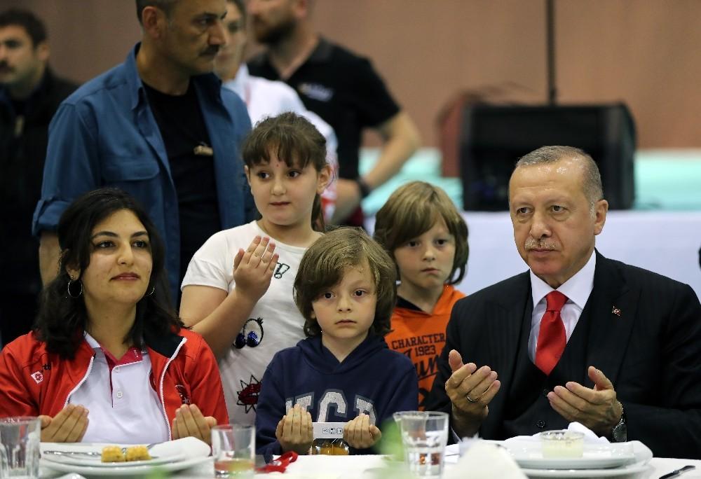 Cumhurbaşkanı Erdoğan: 'Türkiye tüm kazanımlarını bedel ödeyerek elde etmiştir'