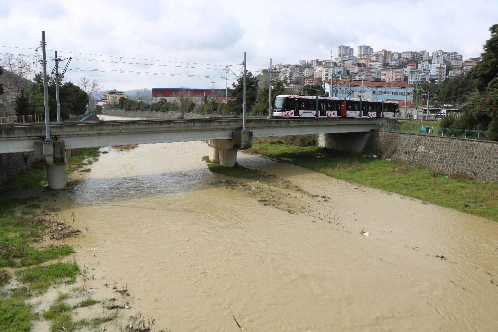 Samsun'da metre kareye 31,8 kg yağış düştü, dereler coştu