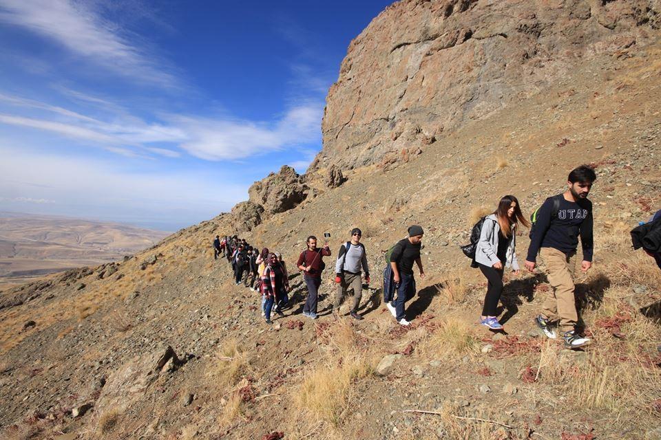 Vanlı dağcılar bu kez Dr. Miyazaki için tırmandı