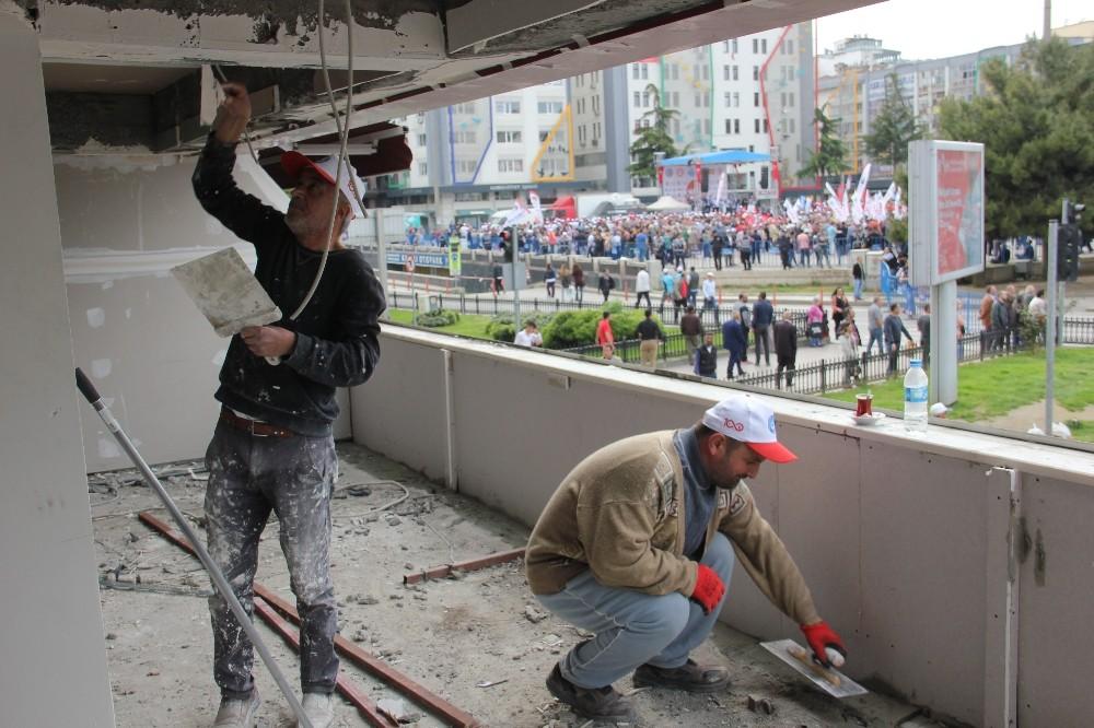 İşçiler yürüdü, onlar çalışmaya devam etti