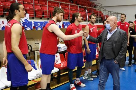 Başkan Yıldırım basketbol takımı ile bayramlaştı