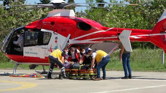 Ormanda kestiği ağaç üzerine düşen şahıs ambulans helikopterle hastaneye yetiştirildi