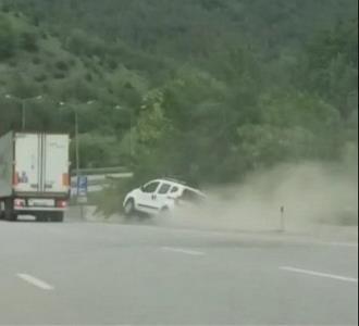 Trafikte yol verme tartışması kamerada