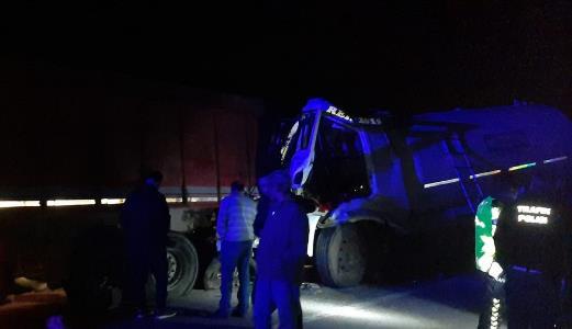 Oksijen gazı yüklü tanker kaza yaptı, yol trafiğe kapatıldı