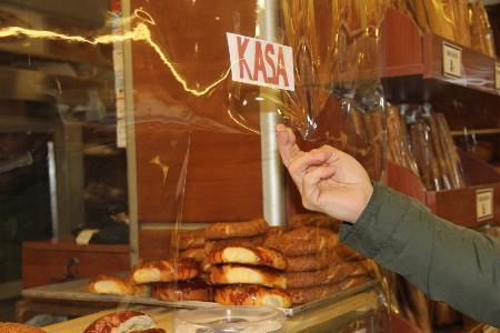 Samsun'da fırında şeffaf brandalı korona önlemi