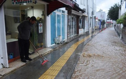 Sağanak Yağış Baskınlara Neden Oldu